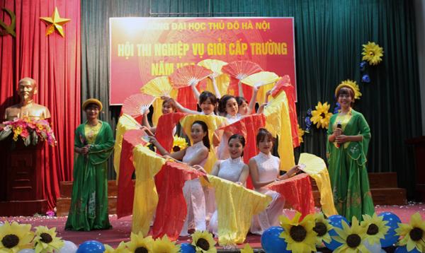 rực rỡ sắc màu hội thi giáo viên mầm non giỏi và hội trại xuân