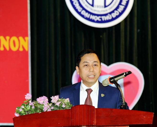 TS Đỗ Hồng Cường phát biểu tại ngày hội việc làm sinh viên mầm non
