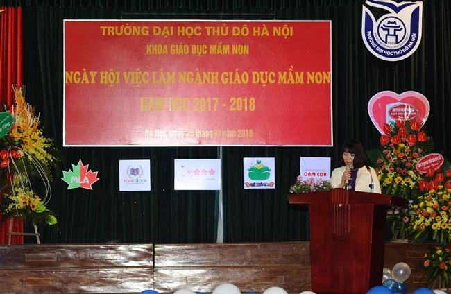 trưởng khoa giáo dục mầm non phát biểu tại ngày hội việc làm sinh viên mầm non