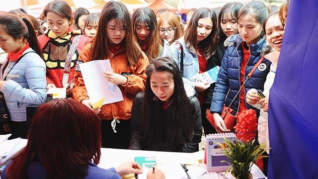 sinh viên mầm non tham gia tuyển dụng việc làm