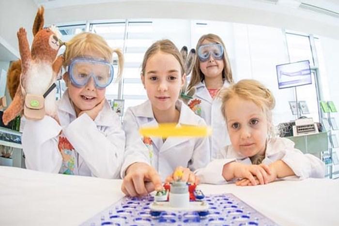 dạy con tiếp cận công nghệ một cách chủ động khoa học