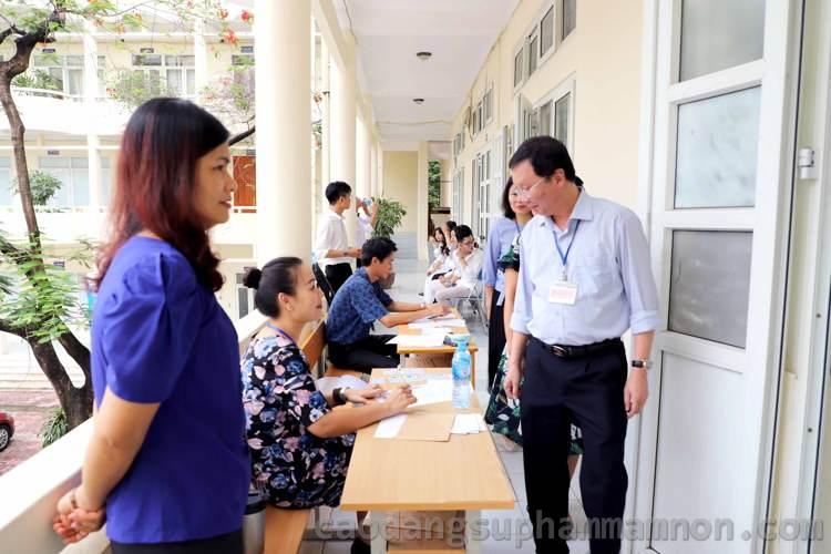 lãnh đạo nhà trường kiểm tra công tác tổ chức thi năng khiếu