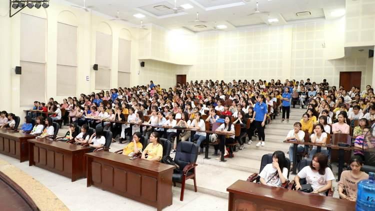 tập trung dự thi năng khiếu trường cao đẳng sư phạm trung ương